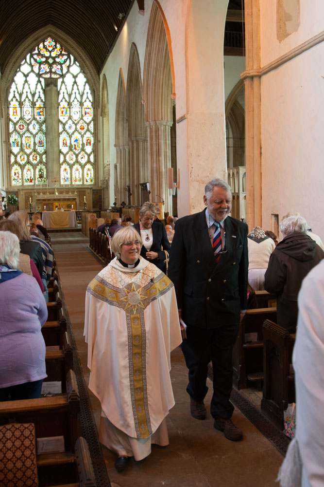 Terry Waite speaks at an Abbey Service